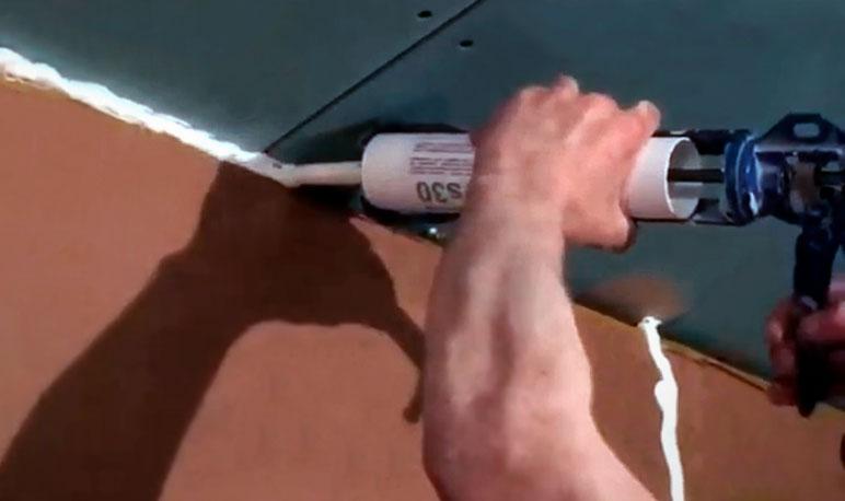 герметизация стыков звукоизолирующей конструкции