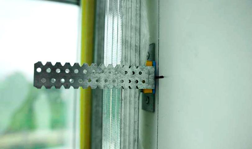 использование виброгасящих подвесов для звукоизоляции стены